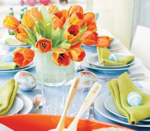 easter-table-setting-idea-layout-lunch-party-picnic-decoration-decor-spring-tulip-centerpiece-flower-orange-green-bright-colorful-elegant