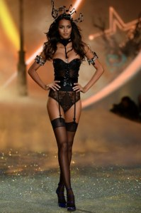victorias-secret-fashion-show-2013111
